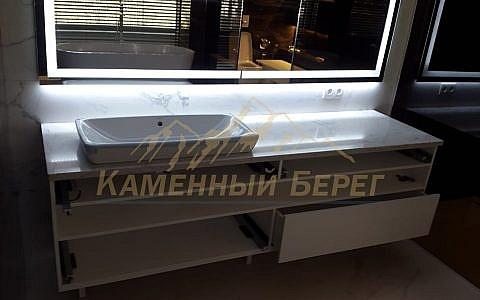 Столешница в ванной из чешского кварцевого агломерата