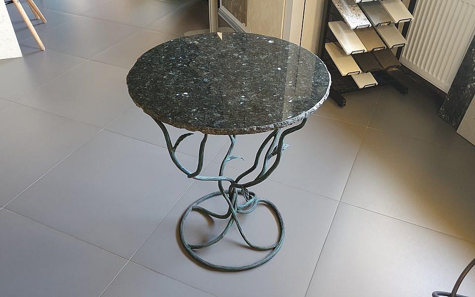 дизайнерский стол из гранита 35 000 руб.
