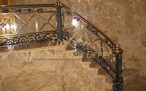 Облицовка лестницы и холла бразильским гранитом
