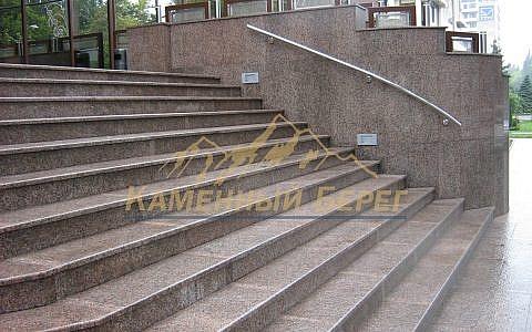 Облицовка лестничного прохода гранитом (шлифовка)