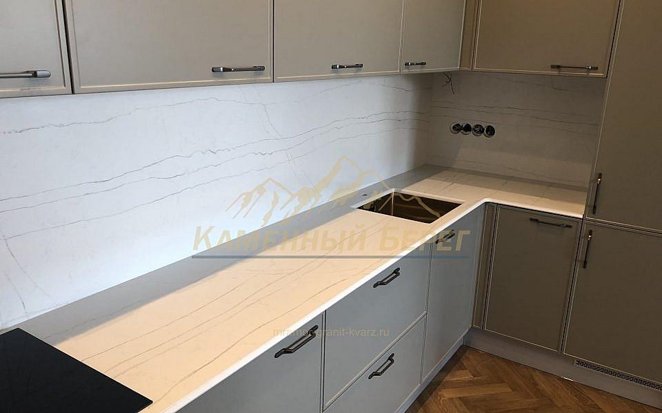 кухонная столешница и стеновая панель из агломерата Luce di luna BQ-8690