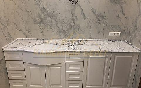 Столешница в ванную из натурального мрамора Bianco Gioia
