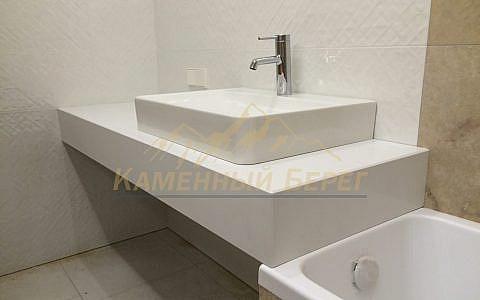 Столешница в ванную на кронштейнах с подклейкой под 45