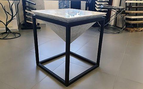 стол из камня Bianco Carrara