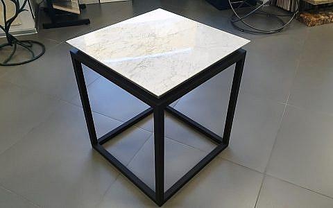 образец столика из Bianco Carrara