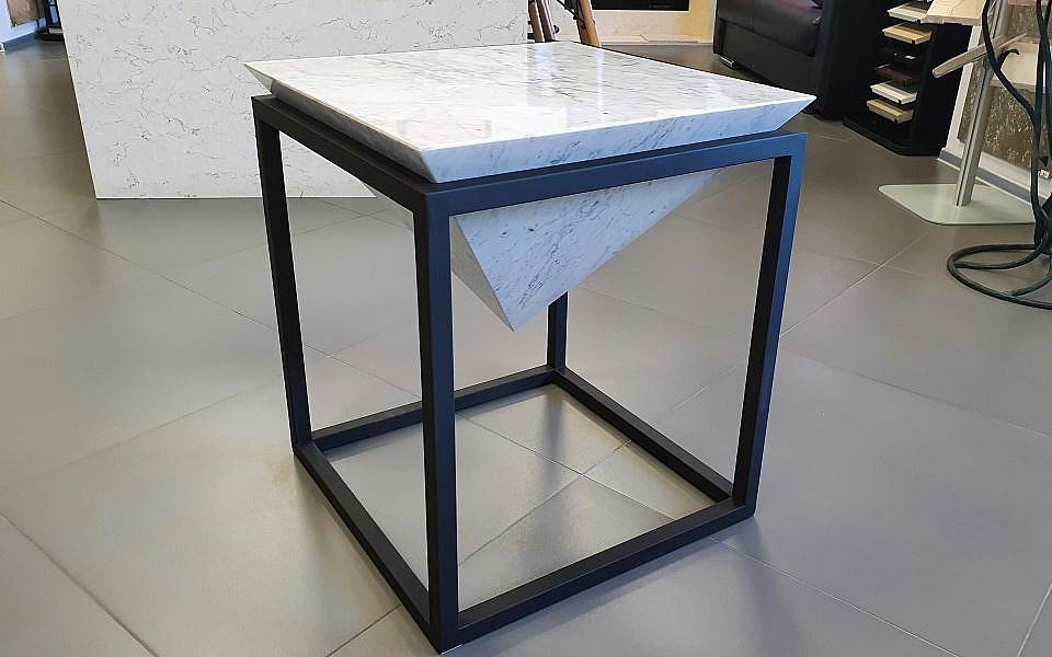 стол из камня B. Carrara от 55000 руб./шт.